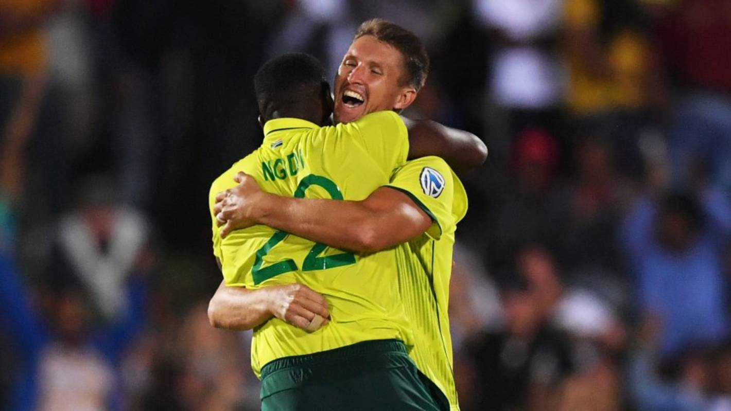 South Africa beat England by one run